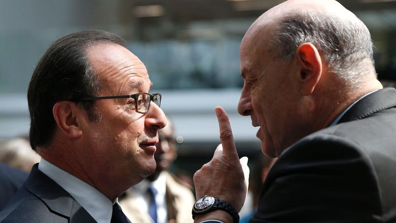 Jean-Marie Le Guen (à droite) et François Hollande à Paris, le 11 mai 2017.