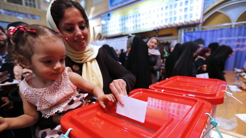 Une Iranienne et sa fille ont voté ce vendredi pour l'élection présidentielle.