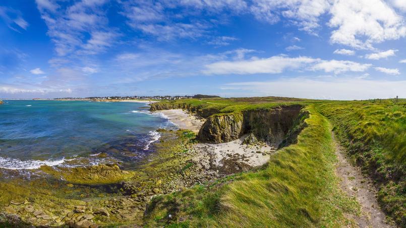 La côte sauvage bretonne a son lot de plages labellisées Pavillon bleu. Crédit: sdecoret.