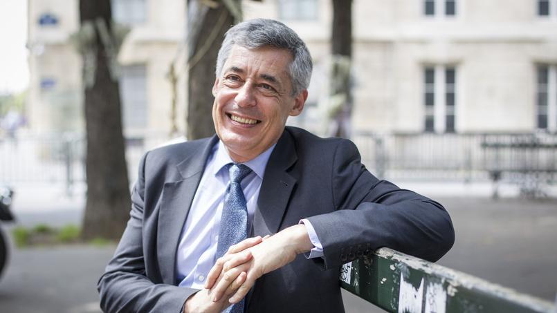 Le nom d'Henri Guaino apparaît bel et bien dans la liste provisoire, sous réserve de validation par le ministère, des candidats dans la capitale fournie vendredi soir par la préfecture de Paris.