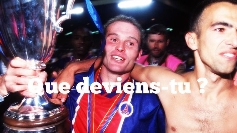 Vincent Guérin avec la Coupe des vainqueurs de Coupe remportée avec le Paris SG.
