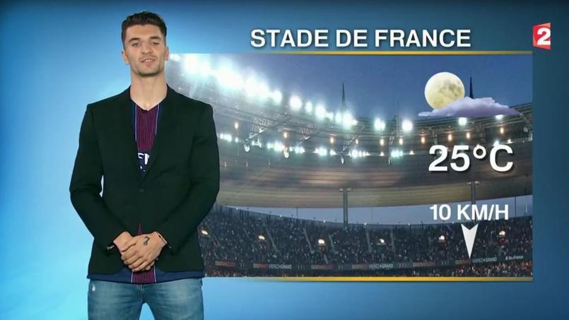 Thomas Meunier, présentateur de la météo à la pause de la finale de la Coupe de France.