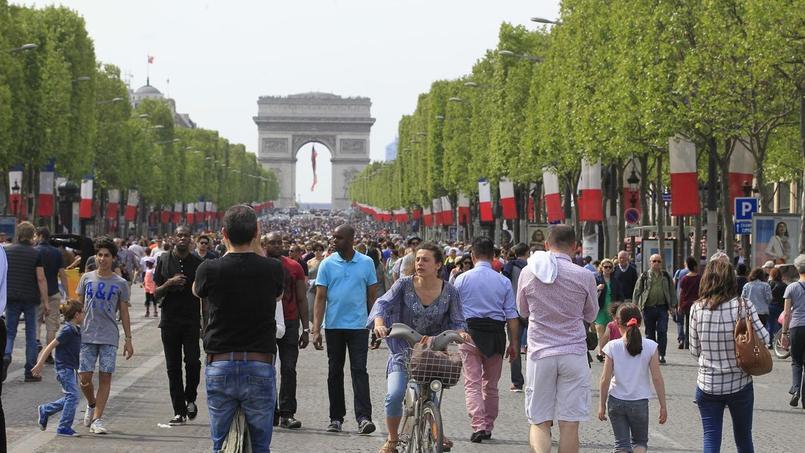 La consommation des ménages rebondit moins que prévu en avril — France