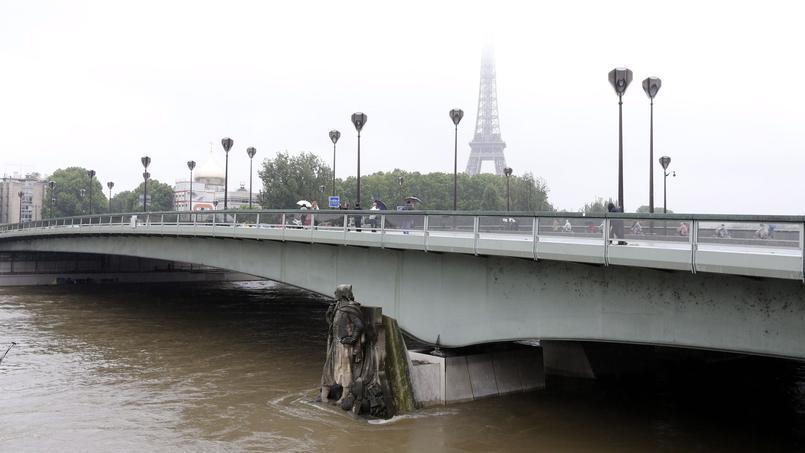 Les inondations de 2016: à Paris, le zouave du pont de l'Alma a les pieds dans l'eau.