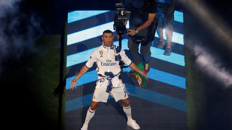 Crisaitno Ronaldo lors de la cérémonie organisée au stade Santiago Bernabeu