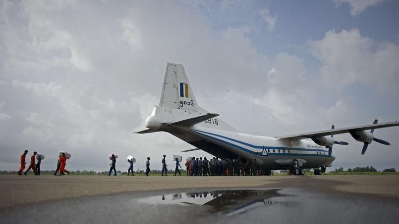 Crash d'un transporteur avec 116 personnes à bord — Birmanie