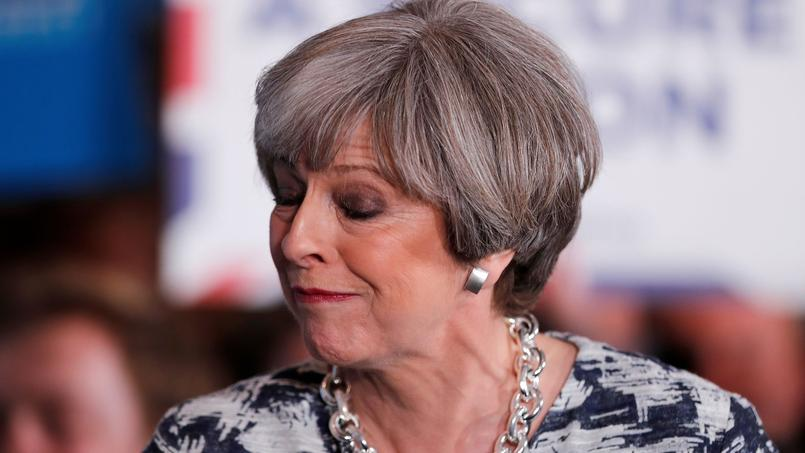 Theresa May Perd La Main — Royaume-Uni
