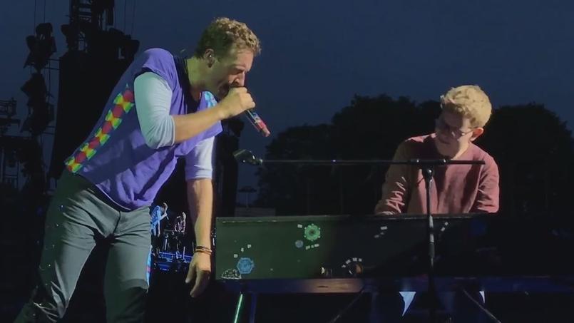VIDÉO - L'incroyable prestation d'un fan à un concert de Coldplay