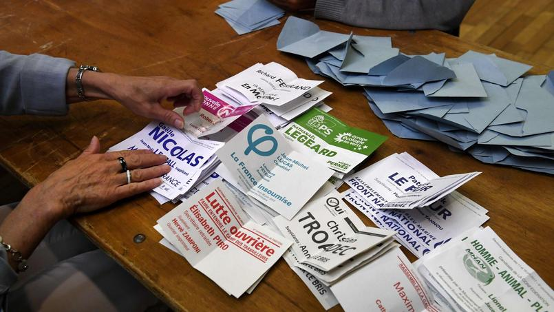Le nombre de voix recueilli par la majorité présidentielle est l'un des plus faibles de le Ve République lors d'un premier tour d'élections législatives.