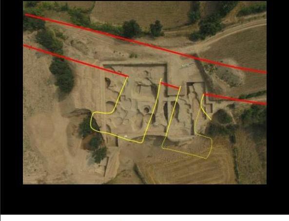 Vue aérienne de la cité impériale vieille de 4000 ans, découverte par l'Institut d'archéologie de Shanxi en 2017.