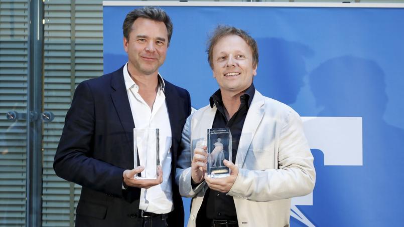 Guillaume de Tonquédec et Laurent Stocker, lauréats du Beaumarchais des meilleurs comédiens, et heureux de le partager semble-t-il.