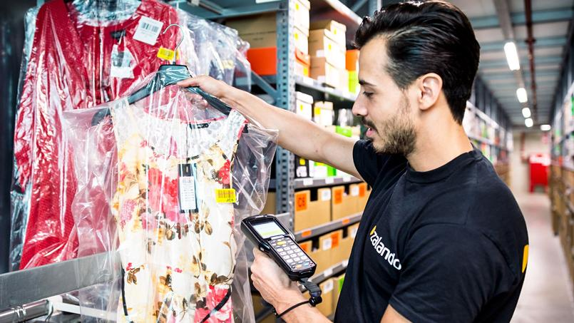 En multipliant les centres logistiques dans le plus de pays possible, Zalando permet aux clients d'être livrés plus vite, notamment en proposant aux marques et vendeurs de tiers de gérer ainsi pour eux, localement, leurs envois et retours.
