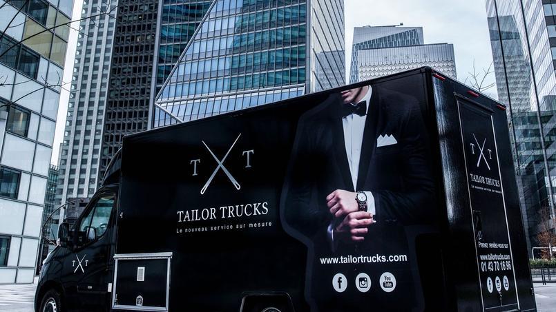 La boutique mobile du Tailor Trucks se déplace jusqu'où on le souhaite pour nous confectionner un costume sur-mesure.