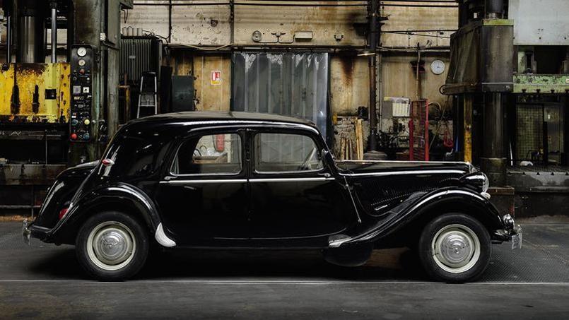 Son châssis monocoque rendait la Traction très basse. À sa sortie, en 1934, elle était masquée par les autres véhicules, encore perchés sur de hauts châssis.