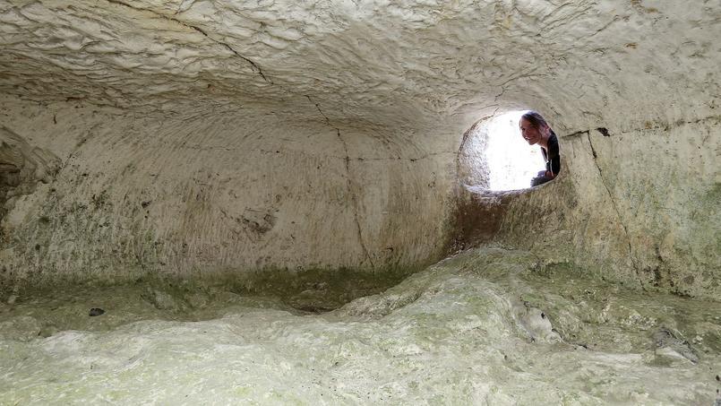 Une tombe souterraine creusée dans la craie, à Vert-Toulon, le 8 juin 2017.