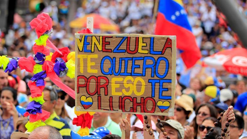 Sur cette pancarte vue lors d'une manifestation tenue à Caracas samedi 17 juin, on peut lire: «Venezuela, je t'aime, c'est pourquoi je me bats pour toi».