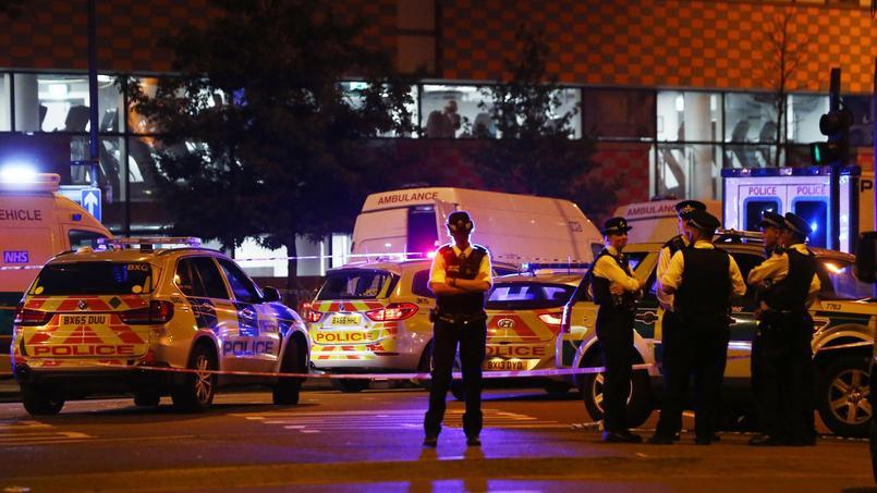 Une camionnette fonce délibérément sur des piétons devant une mosquée — Londres