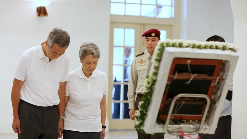 Le premier ministre de Singapour, Lee Hsien Loong, et sa femme, sont fortement critiqués par les propres frère et soeur du leader du gouvernement.