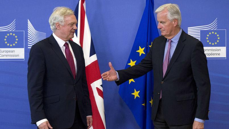 David Davis et Michel Barnier, à Bruxelles ce lundi.