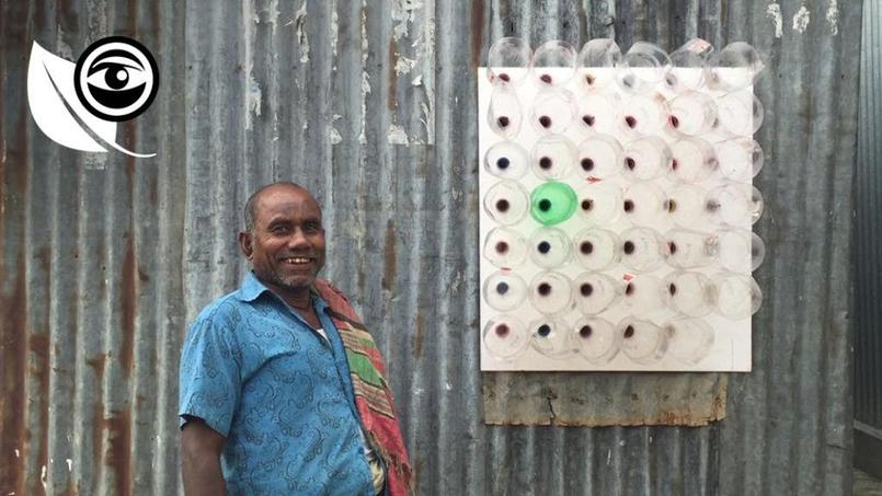 Ashis Paul devant son invention, qui équipe désormais 25 000 foyers.