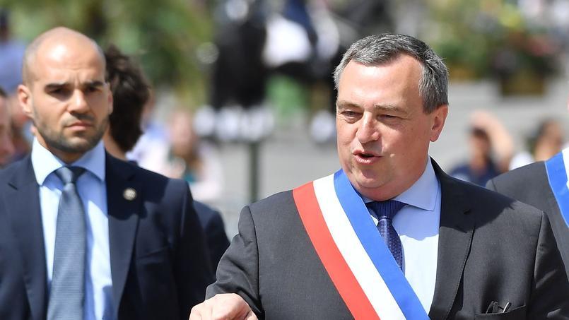 Le maire LR augmente de 300% son salaire — Orléans