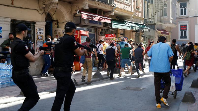 La police turque disperse violemment la