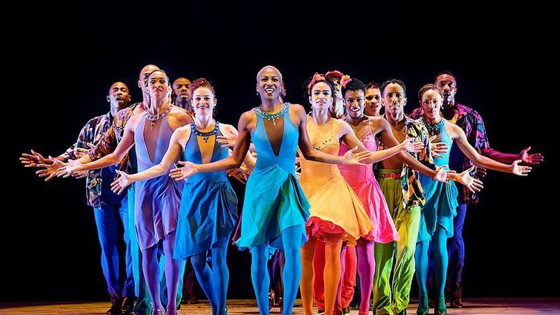 En raison des travaux au Châtelet, les rituels Étés de la danse migrent vers La Seine Musicale de l'île Seguin avec la compagnie américaine Alvin Ailey fondée en 1958.