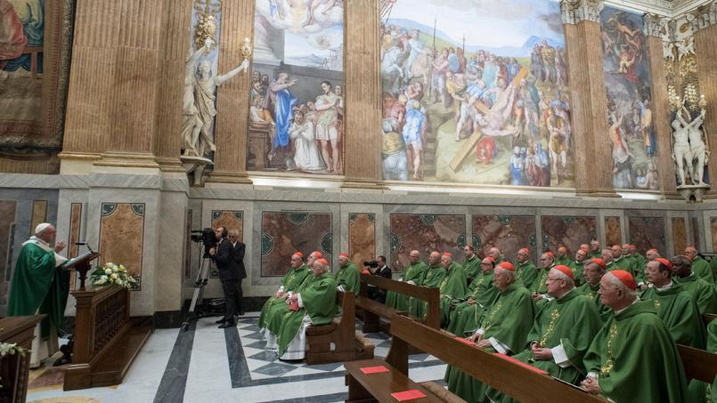 Le Pape célèbre une messe devant des cardinaux, le mardi 27 juin, au Vatican.