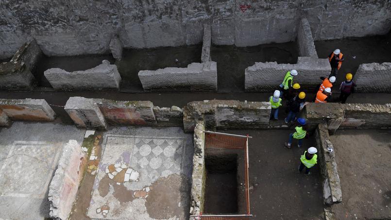 Des ouvriers sur le chantier du métro romain, entre San Giovanni et le Colisée.