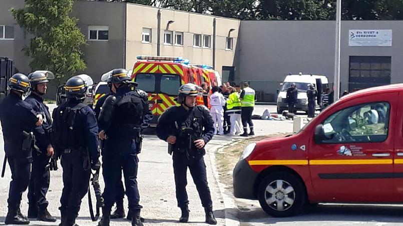 Une bagarre impliquant une centaine de migrants fait un blessé — Calais