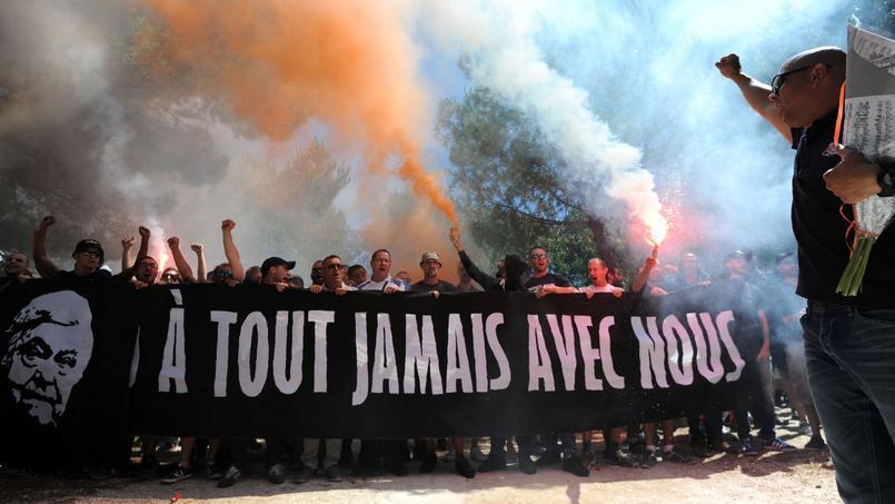 La banderole des supporters montpelliérains en hommage à Loulou Nicollin