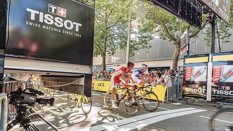 Dans la cabine Tissot, posée juste au-dessus de la ligne d'arrivée, les techniciens de Tissot Swiss Timing enregistrent les scores des sportifs.
