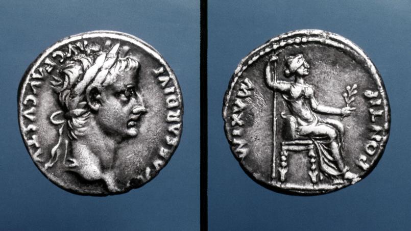 Droit et revers de pièces à l'effigie du deuxième empereur romain Tibère et de sa mère. Les monnaies découvertes en Bretagne, sont datées du règne de l'empereur Gallien (253-268) et de Claude II (268-270),