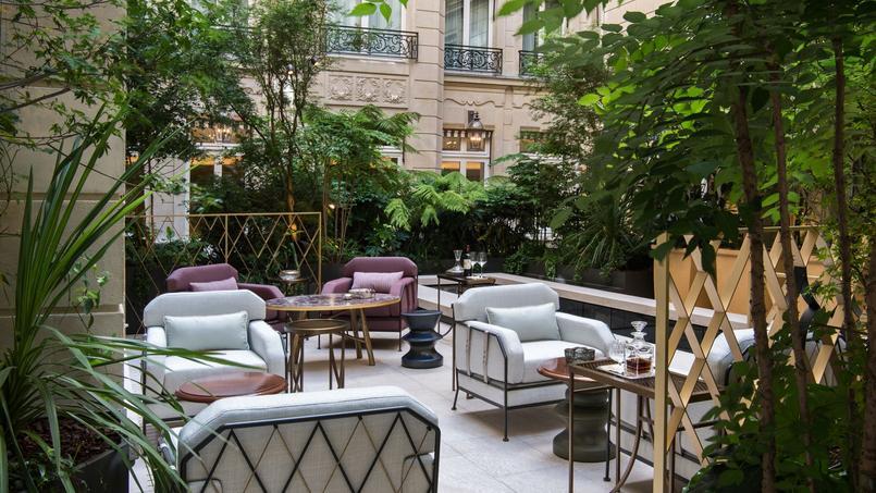La cour Gabriel de l'hôtel Crillon végétalisée par Louis Benech