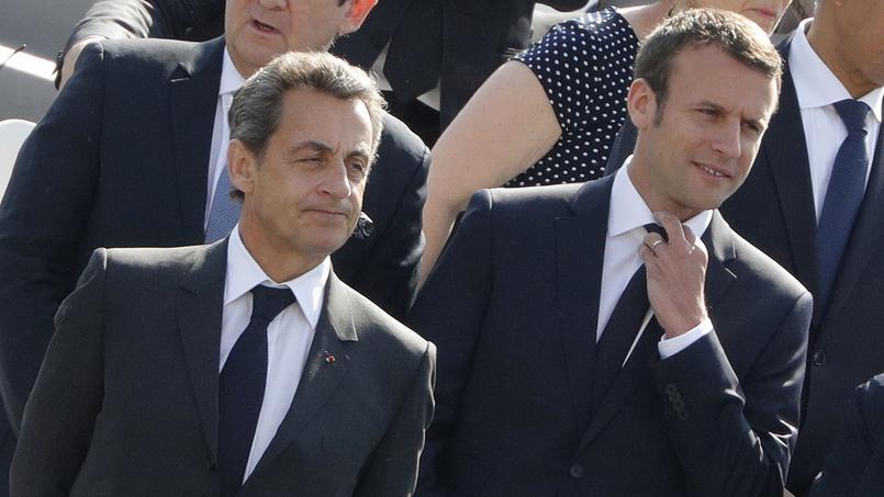 Une pupille de la nation en larmes dans les bras d'Emmanuel Macron
