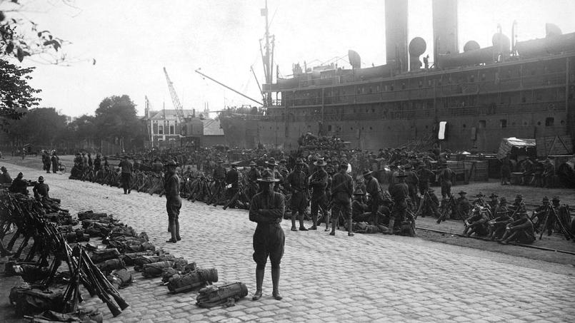 Débarquement en France des premieres troupes americaines venant combattre aux cote des Alliés, après l'entrée en guerre des États-unis, le 2 avril 1917.