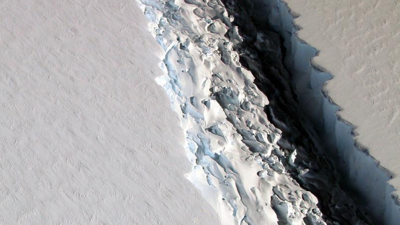 La fracture dans la plateforme Larsen C, ici en novembre 2016, mesurait une centaine de mètres de large.