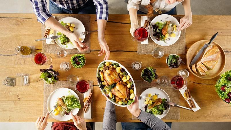 Entre 2007 et 2017, la proportion d'adultes de 18 ans et plus respectant la recommandation de cinq portions de fruits et légumes par jour est tombée de 27% à 25%.