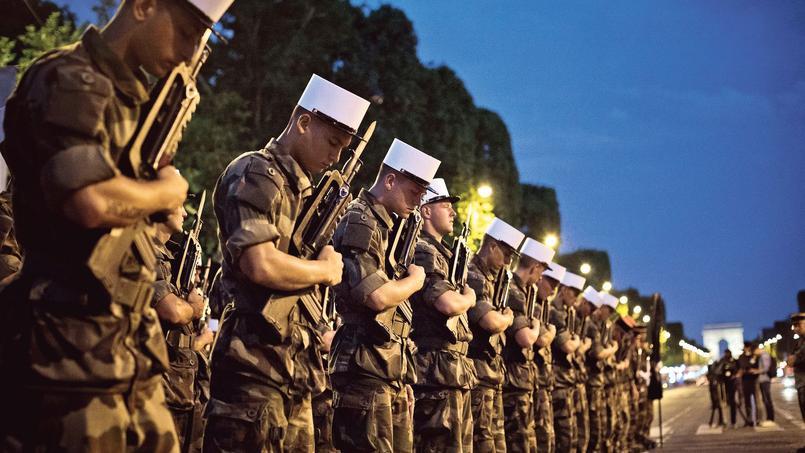 La Légion étrangère sur les Champs-Élysées, mercredi, pendant les répétitions du défilé militaire du 14-Juillet.