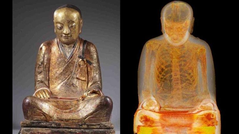 La statue et son corps momifié contenu à l'intérieur après passage au scanner