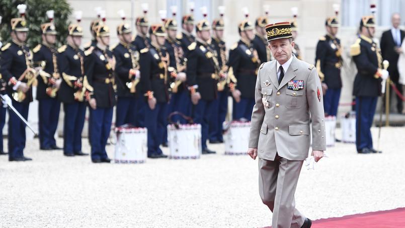 Le chef d'état-major des armées Pierre de Villiers, dans la cour de L'Élysée.