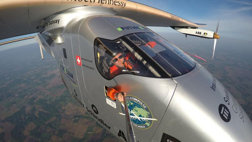 Grâce à une perche à selfie Bertrand Piccard a pu immortaliser ses vols.