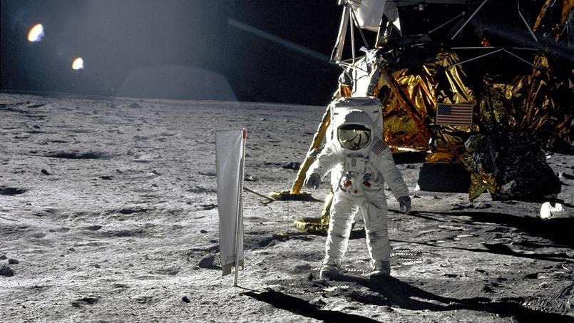 Les premiers pas de l'astronaute américain Edwin «Buzz» Aldrin photographiés par son partenaire de mission Neil Armstrong.