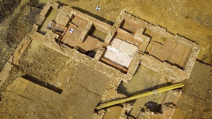 Vue aérienne du site archéologique de Warcq, Ardennes.