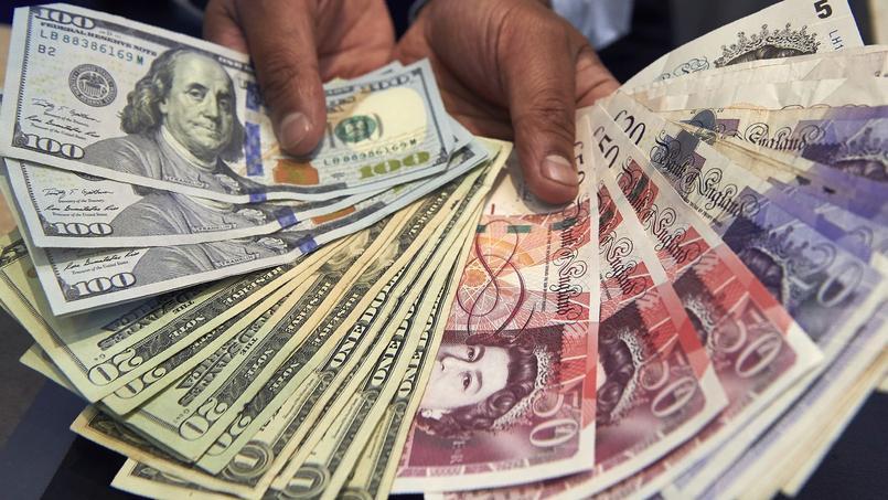 Retirer de l'argent ou payer à l'étranger engendre parfois d'importants frais bancaires.