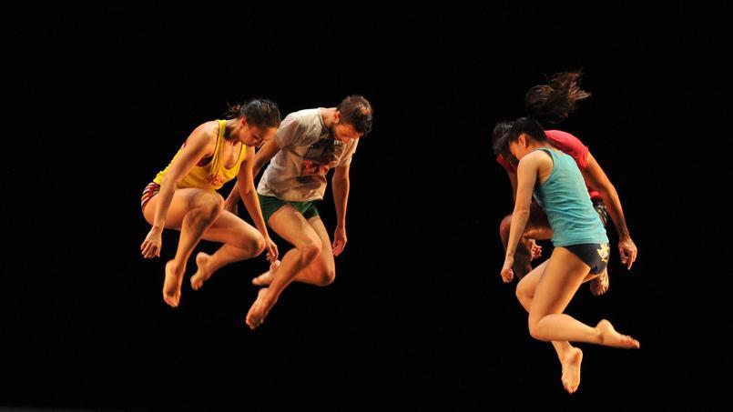Les danseurs du Ballet de Preljocaj dans Floor on Fire - Battle of styles.