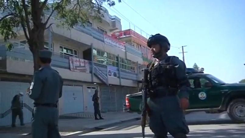 L'attentat visait apparemment la résidence du leader de la communauté hazara et membre du Parlement Mohammad Moqaqeq