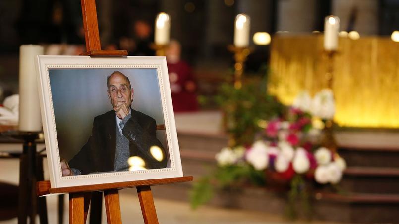 Un portrait du père Hamel est exposé, le 2 août 2016, à la cathédrale de Rouen, lors des funérailles du prêtre.