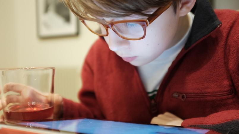 L'immense nocivité des écrans sur le développement des jeunes enfants