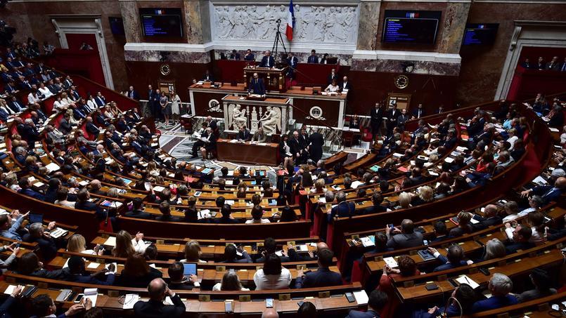 La situation de la France nécessite des hommes faits, ayant une conscience aigüe à la fois de leur mission et des moyens de la mener à bien, et non pas des hommes en devenir.